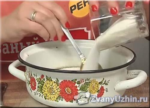 Соединяем мёд с сахарным песком