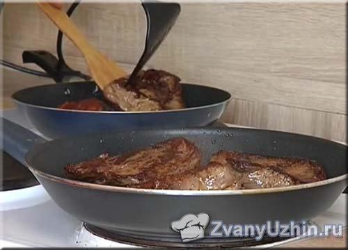 обжариваем говядину с двух сторон